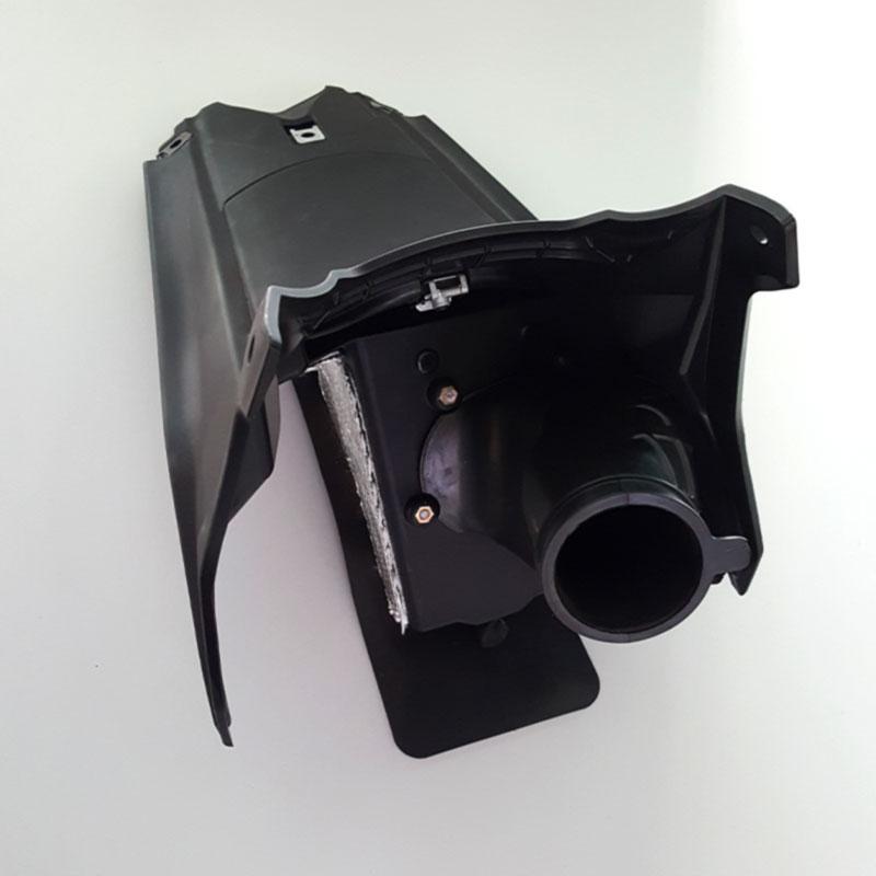 MERIDIES : pièce plastique injectée avec inserts et collage pour l'industrie moto